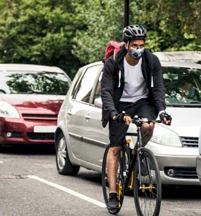 Cyclist being exposed to traffic emmissions