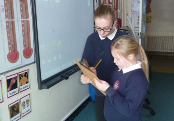 Photography copyright Resource Futures - Pupils conducting an energy audit